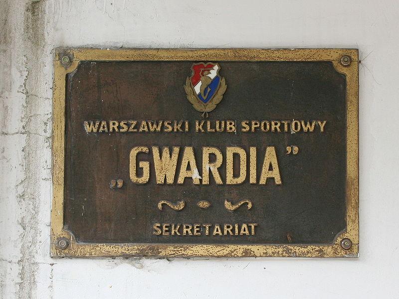 800px-Gwardia_Warszawa_-_wejscie_do_sekretariatu