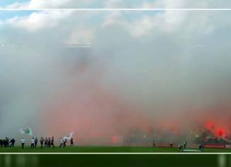 Legia gra, stadion dymi!